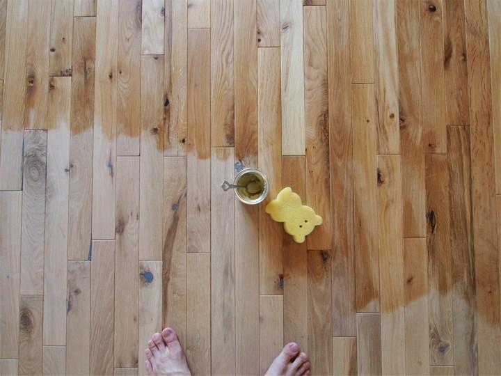 無垢材の床を塗装