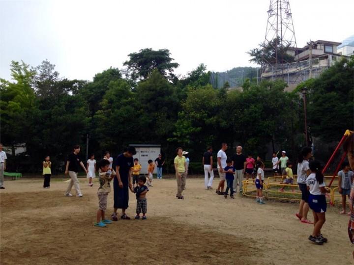 ラジオ体操や夏祭りなど、自治会活動にも参加。