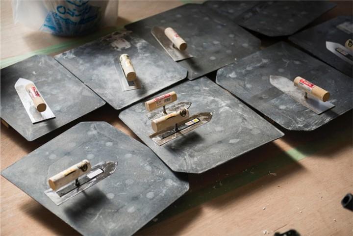珪藻土塗りの道具。コテとコテ板です。