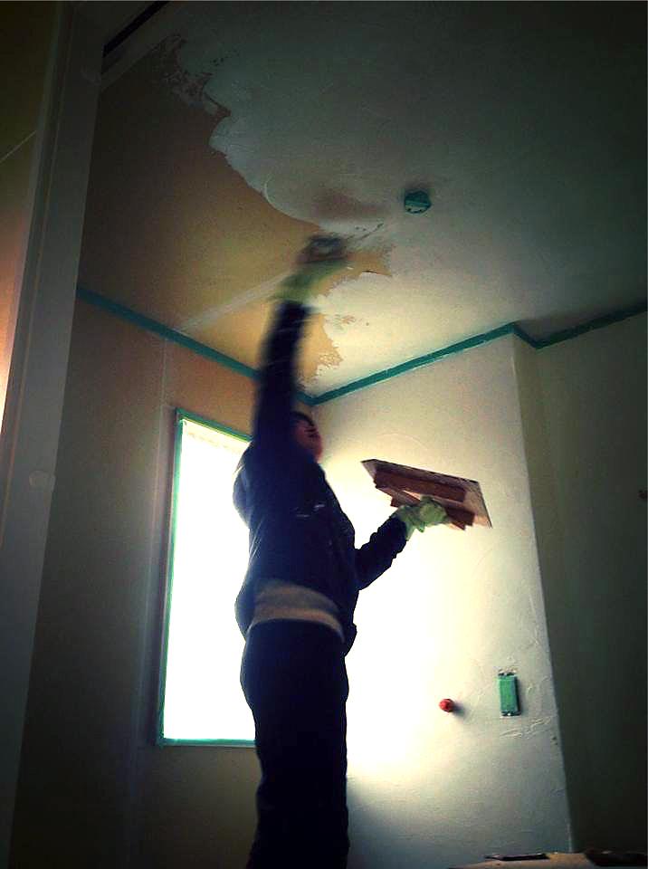 約2年間かけて妻と手作りしました。全般的に自分が工事担当しましたが、左官仕事は妻が担当。土壁も妻が自分で、難しい天井塗りもがんばりました。